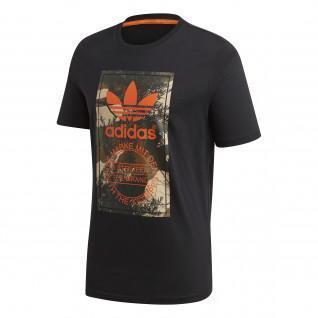 Camiseta de camuflaje con lengüeta de adidas Originals